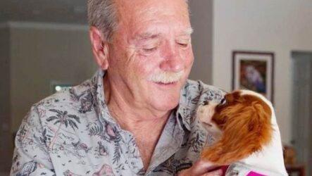 История о том, как мужчина спас щенка, вырвав его из пасти крокодила